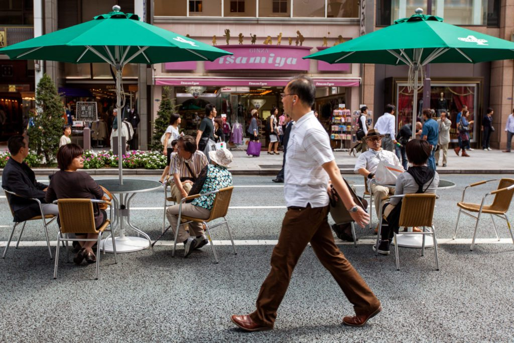 Most of us prefer walkable neighborhoods, but house still trumps an apartment