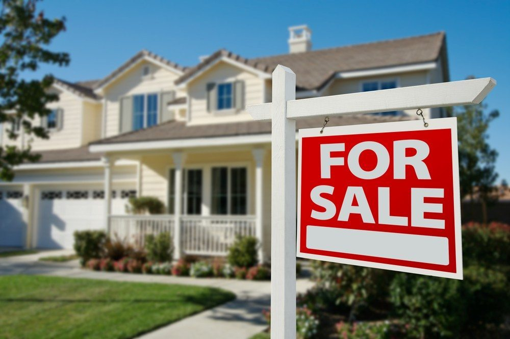 Home for sale image via Shutterstock.