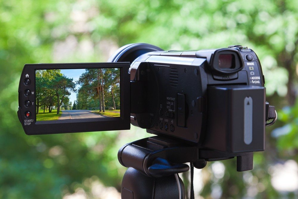 4 easy ways to promote yourself and your real estate business using video
