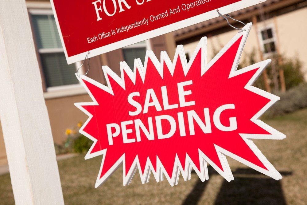 Pending home sales ease slightly but still above average