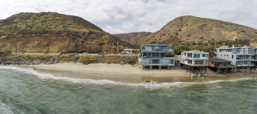 Luxury listing of the day: Sleek, modern abode on the Malibu, Calif., shoreline