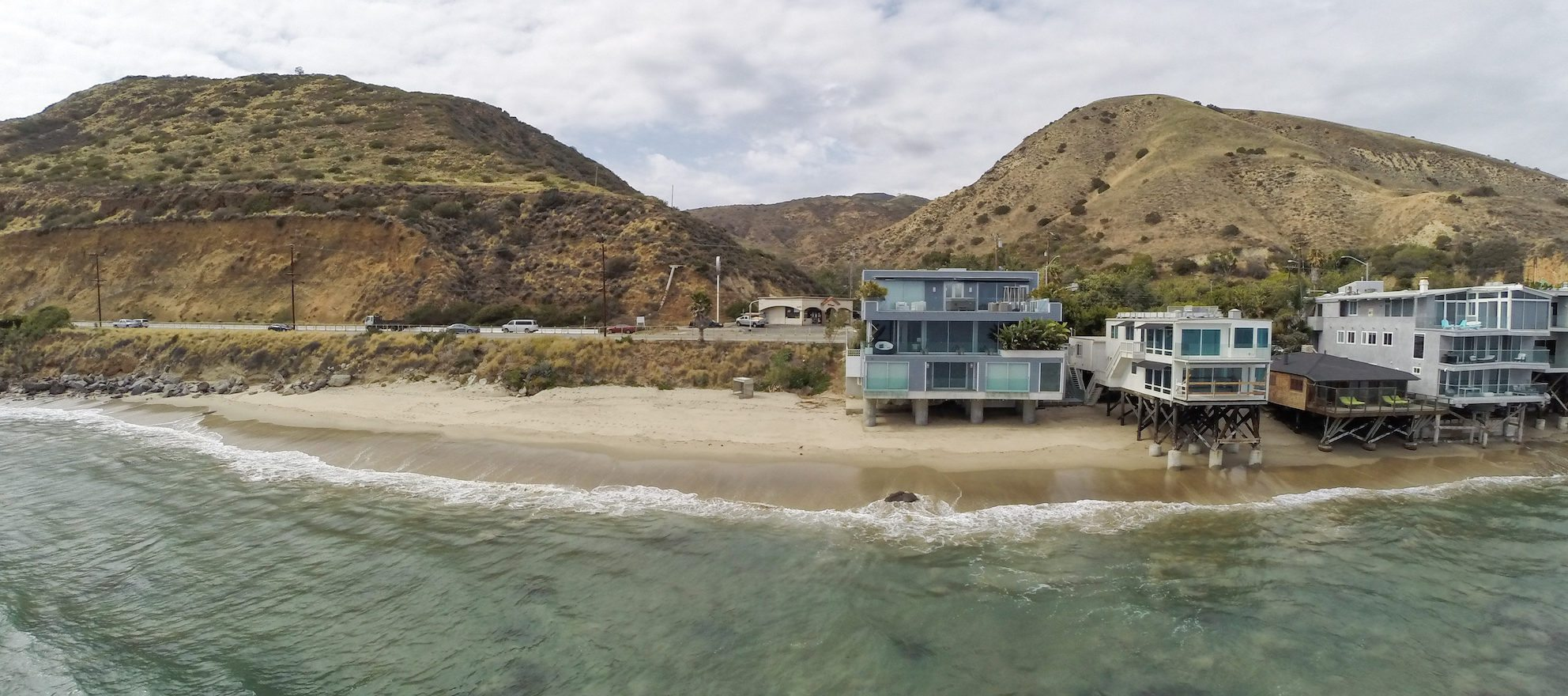 Luxury listing of the day: Sleek, modern abode on the Malibu, Calif., shoreline