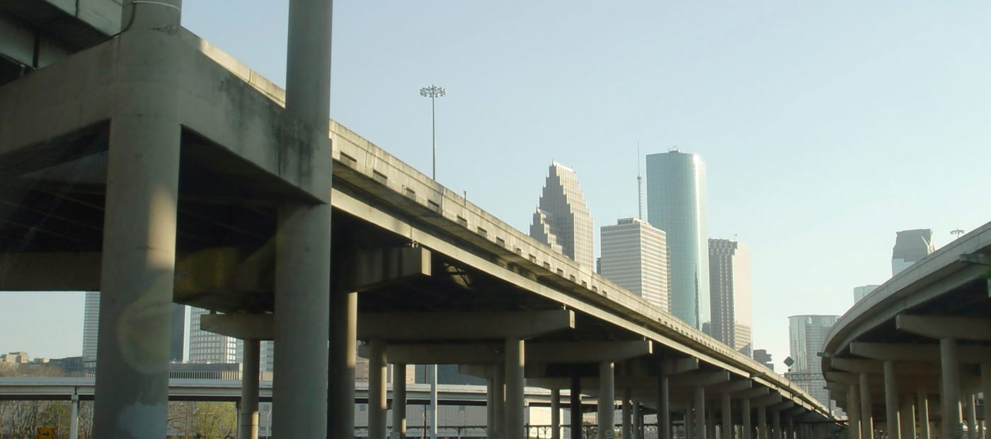 How does the average Houstonian get around?