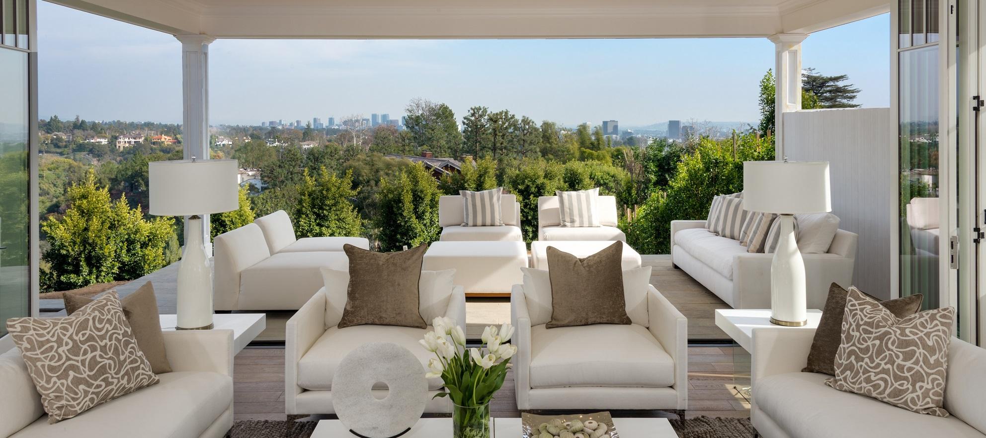 Luxury listing: Floor to ceiling views in Palisades Riviera