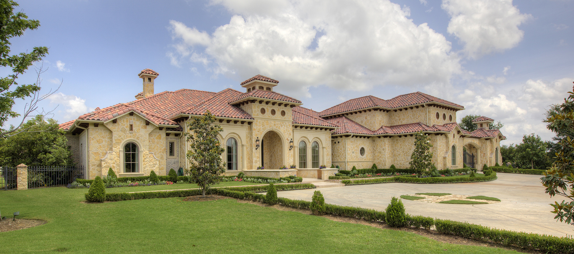 Luxury listing: Shorefront Texan Tuscan-style villa