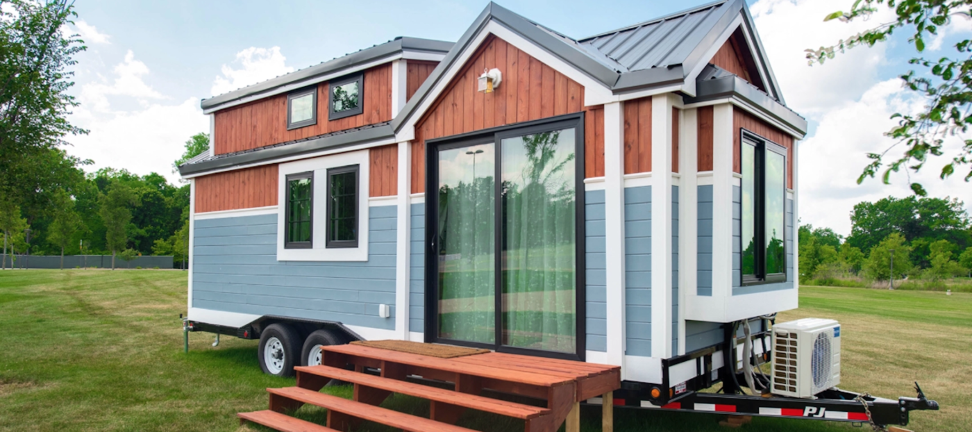 Re/Max, Tiny Home, Auction