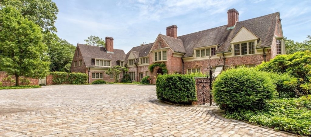 A Rockefeller heiress's former estate lists for $30M