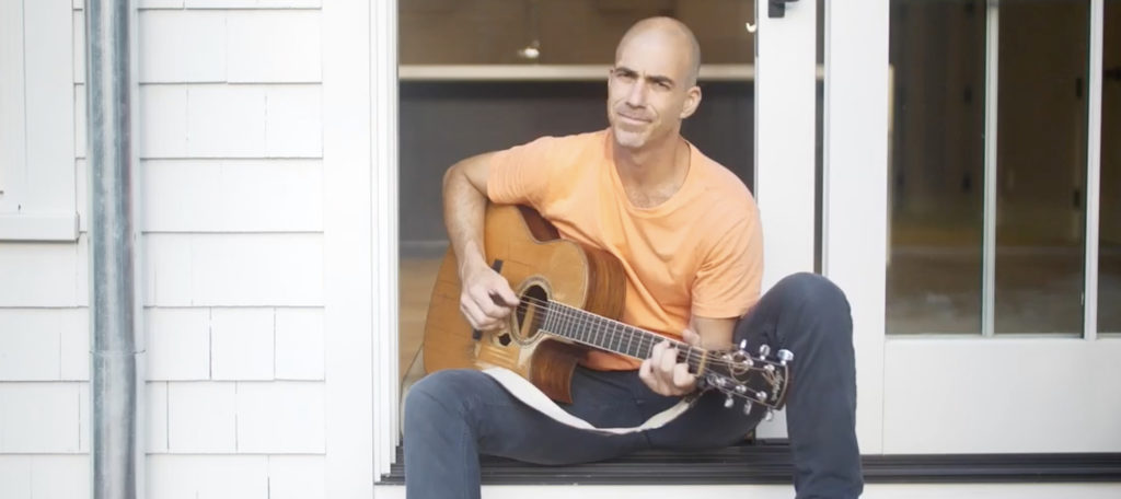 Hamptons agent serenades buyers with original country song about $2M property
