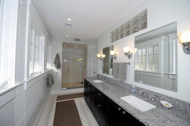 1046 N. Edgewood bathroom