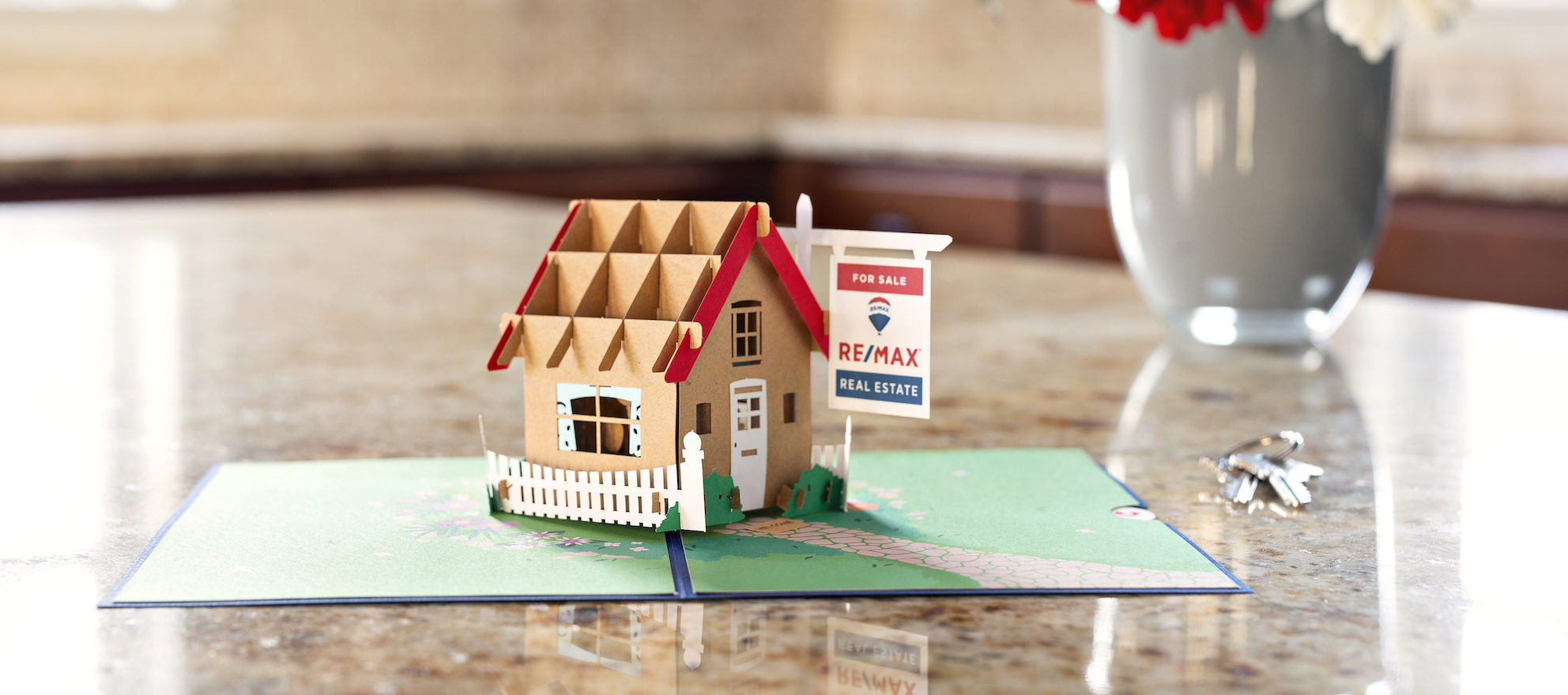 RE/MAX partnership gives agents discounts on really fancy cards