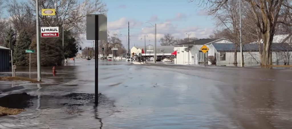 Historic Midwest floods kill 3, destroy hundreds of homes