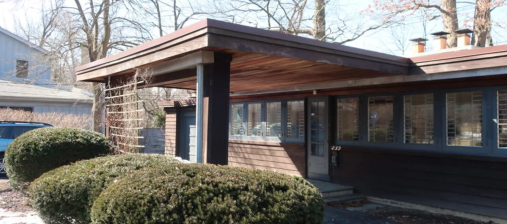 Owners of Frank Lloyd Wright home are trying to tear it down