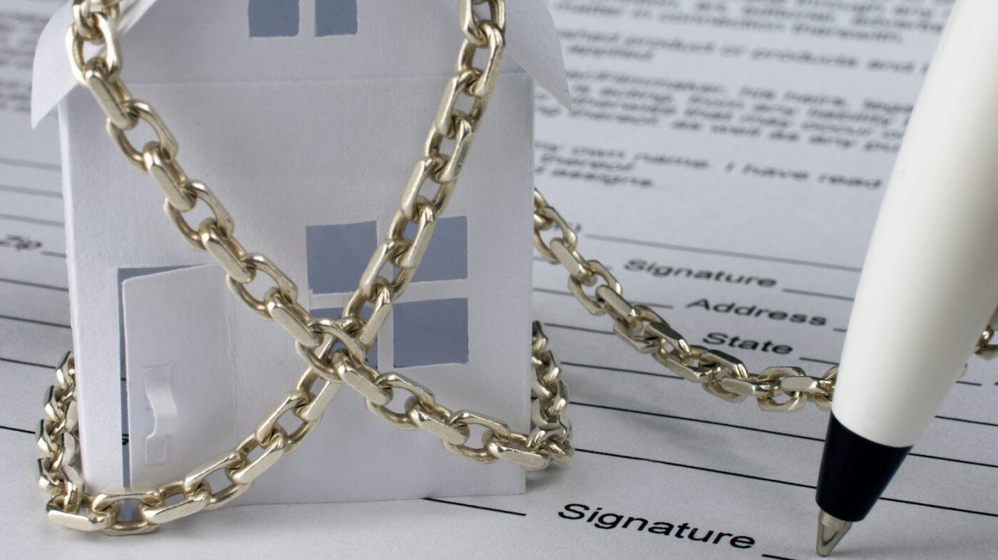 Pending home sales start downward plummet in March: NAR