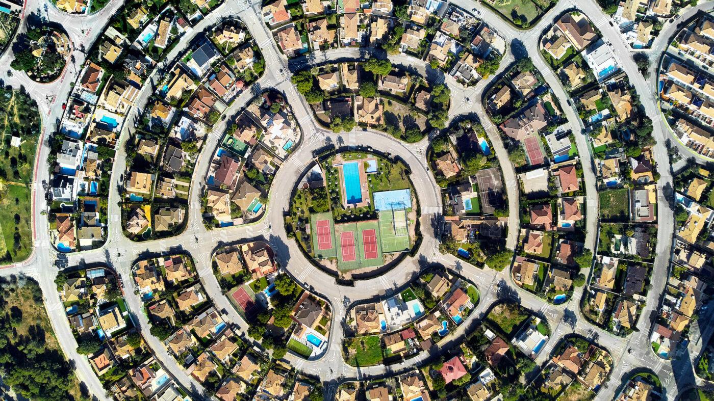 NAR debuts fair housing plan, meets with HUD