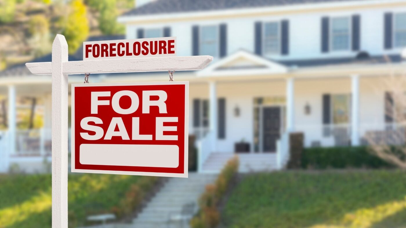Foreclosures climb 13% in January