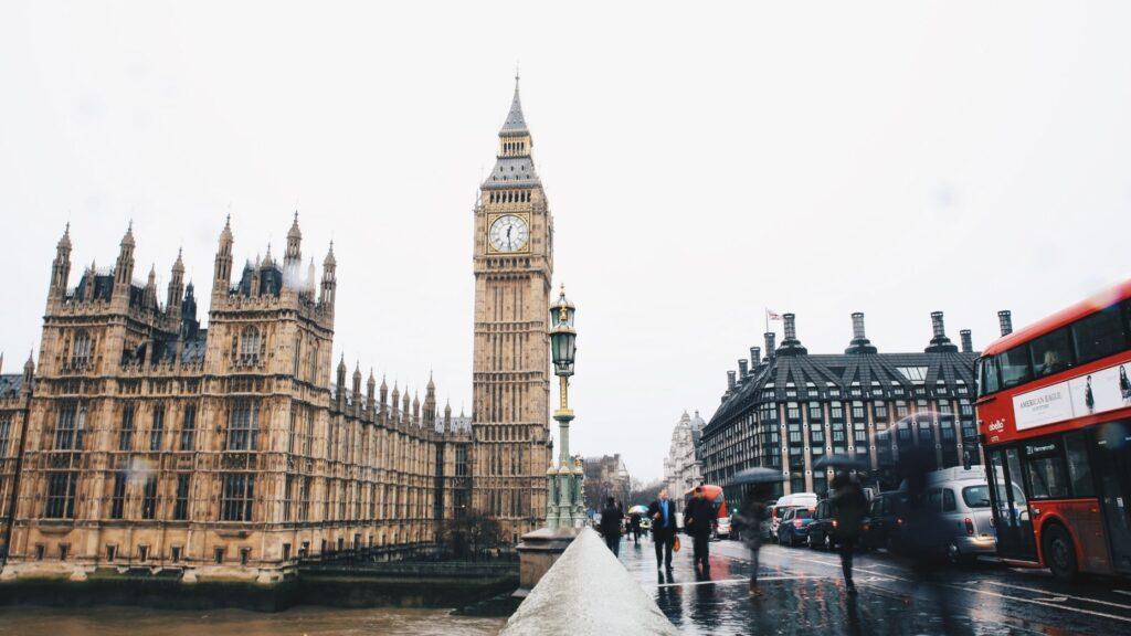 Berkshire Hathaway HomeServices acquiert une agence immobilière britannique historique