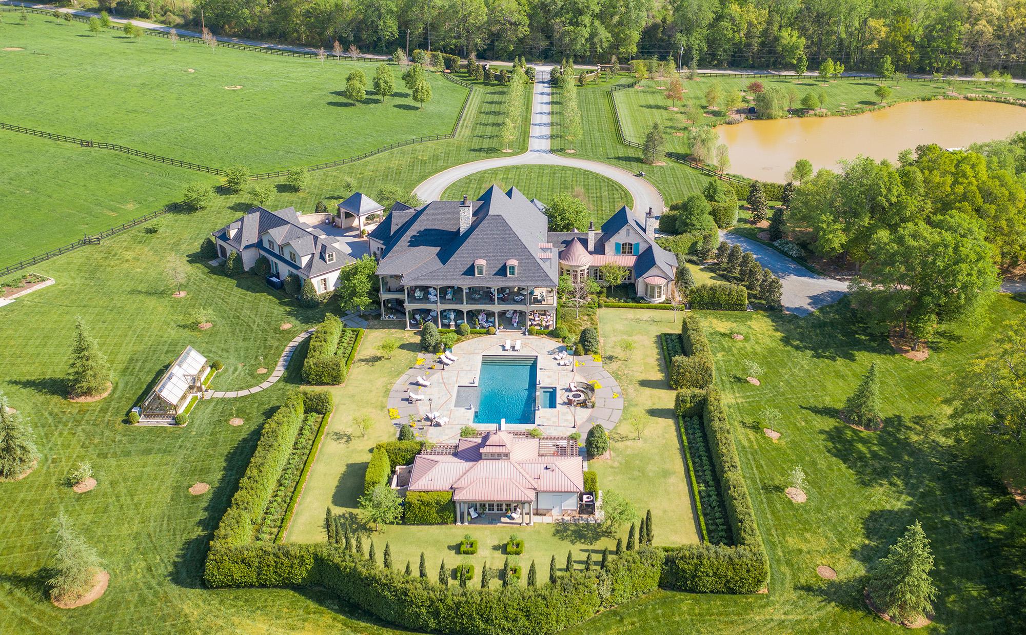 vue aérienne de la maison de luxe