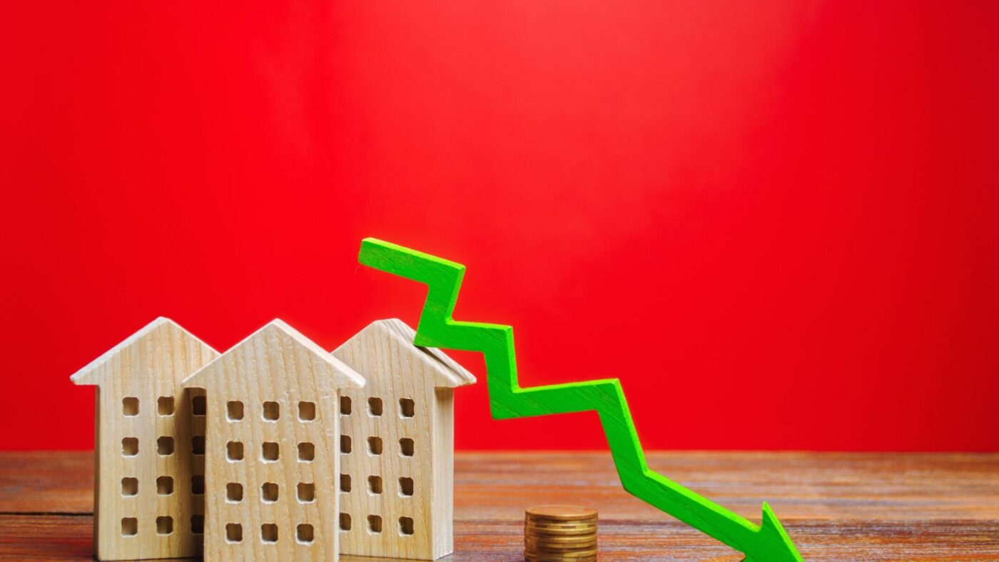 Mortgage rates drop to 30-year low