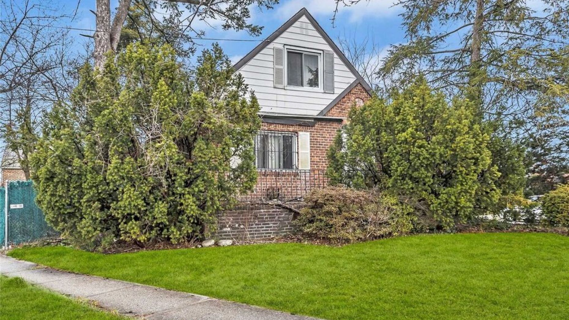Nightmare Queens home listed for $829K is 'unlivable'