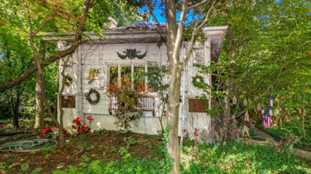 This whimsical 'Hobbit' home hit the market 3 weeks ago. In a hot market, it's already in contract