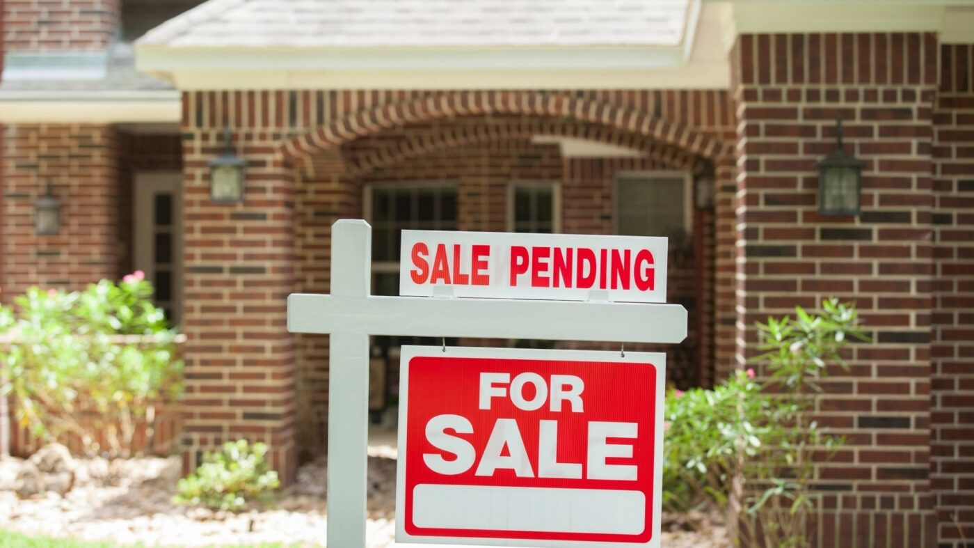 Pending-home sales take 2.2% hit