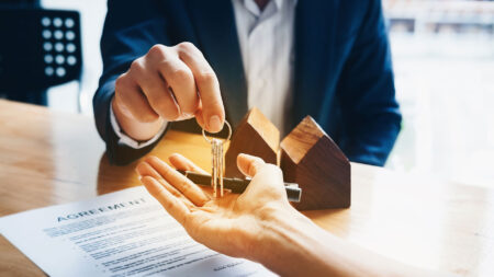 Discount real estate brokerage unveils low-cost franchise option