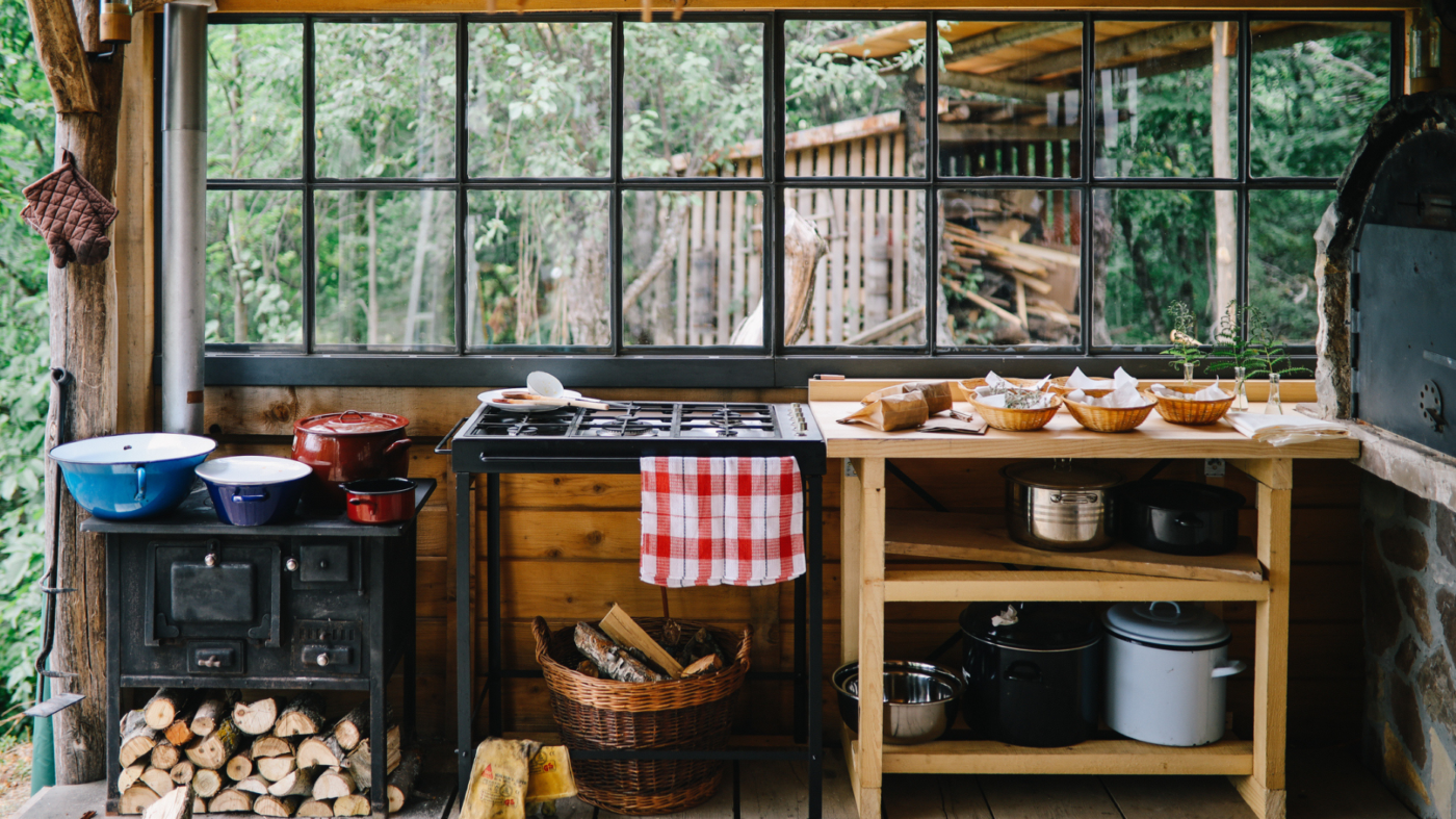 Outdoor kitchens, dining spaces take center stage during holidays