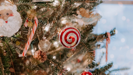 5 simple ways to stage your listing for the holidays